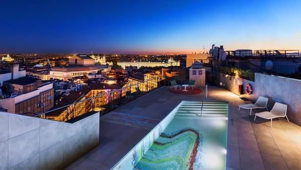 La zona de piscina de la azotea del nuevo hotel Aloft Madrid Gran Vía