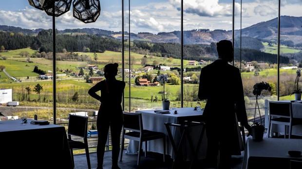 Comedor del Restautante Azurmendi, la subida más destacada de la lista The World's 50 Best Restaurants