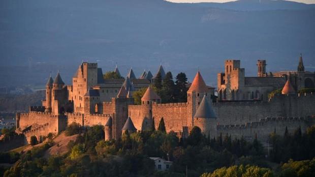 Murallas del famoso castillo de Carcasona