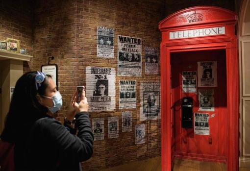A typical London booth at the Ministry of Magic